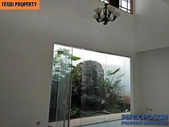 Rumah Dua Lantai Hadap Selatan Raffless Hills Cibubur